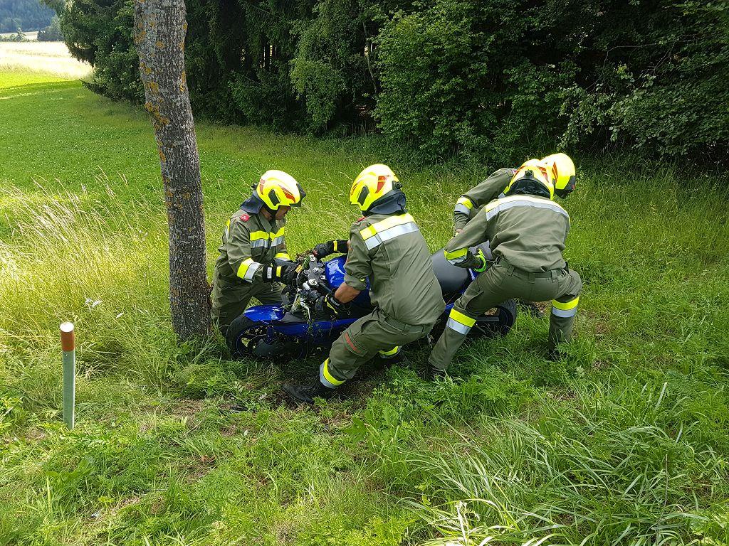 Technischer Einsatz: Motorradbergung
